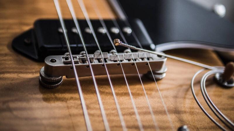 Cuerdas de guitarra eléctrica: material, calibre y diseño