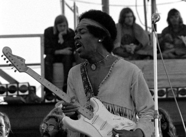 Jimi Hendrix tocando en Woodstock , done uso el Univebe