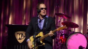 Bonamassa tocando con la mejor, la Fender Nocaster 51