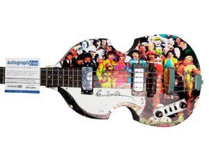 "Bajo Hofner ""Sgt Pepper"" firmado por Paul McCartney fue subastado"