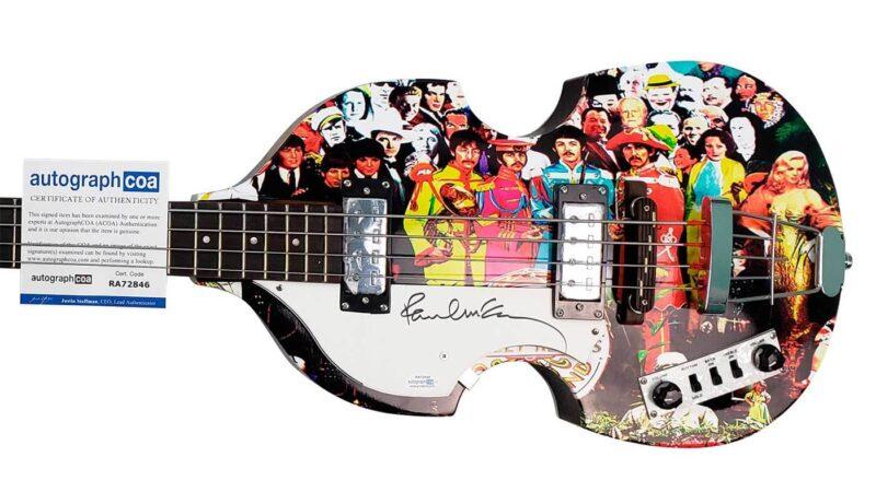 """Un Bajo Hoffner """"Sgt Pepper"""" firmado por Paul McCartney fue subastado"""