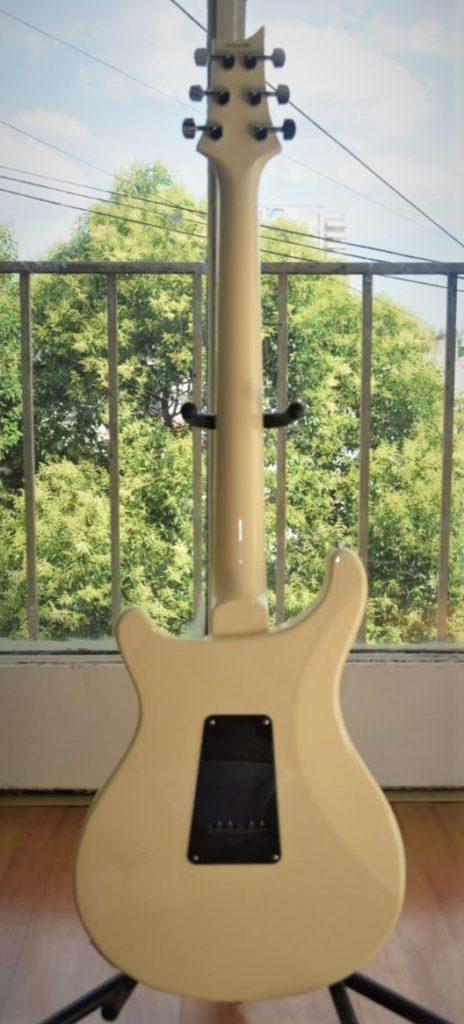 Preciosa guitarra eléctrica PRS S2 Standard 24 Antique White
