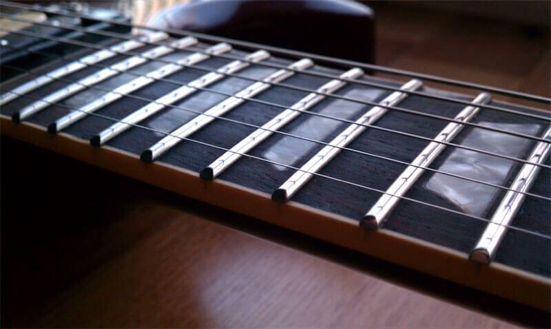 Imágen de trastes altos de una Guitarra Eléctrica Gibson SG.
