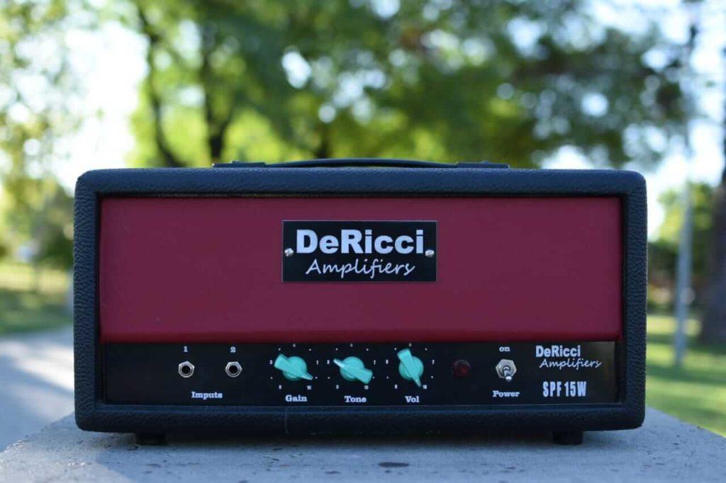 Fotografía del Panel Frontal del DeRicci Amplifiers Spitfire
