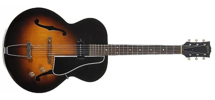 Gibson ES-150, lanzada en 1946, guitarra eléctrica de cuerpo ahuecado.