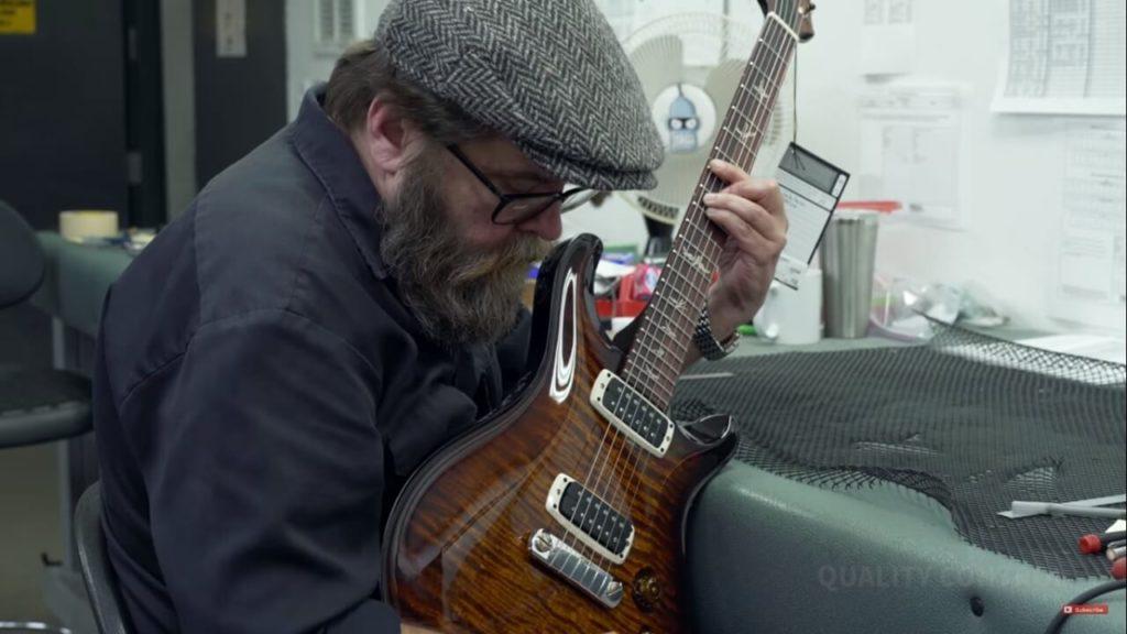 Inspección final de guitarra. Cómo se construye una PRS.