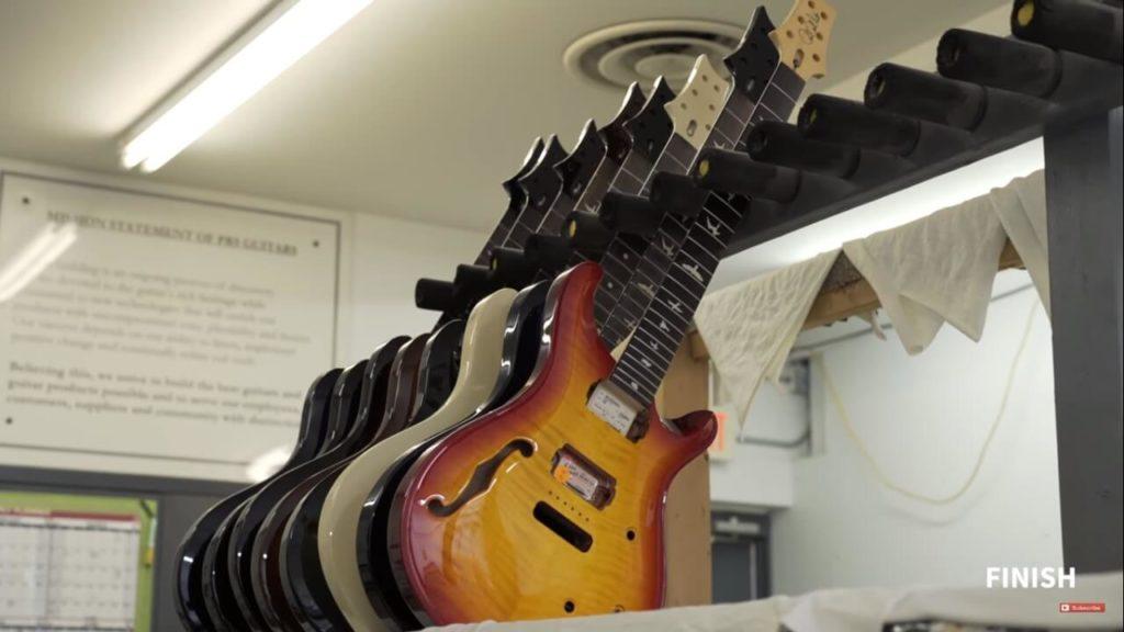 Guitarras listas para ensamblaje final. Tour a la fábrica de PRS.