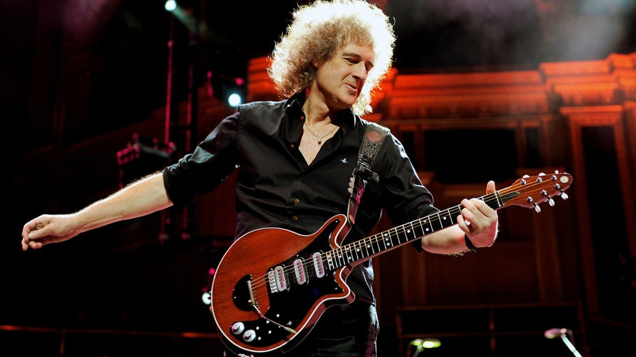 "Brian May en acción con la ""Old Lady""."