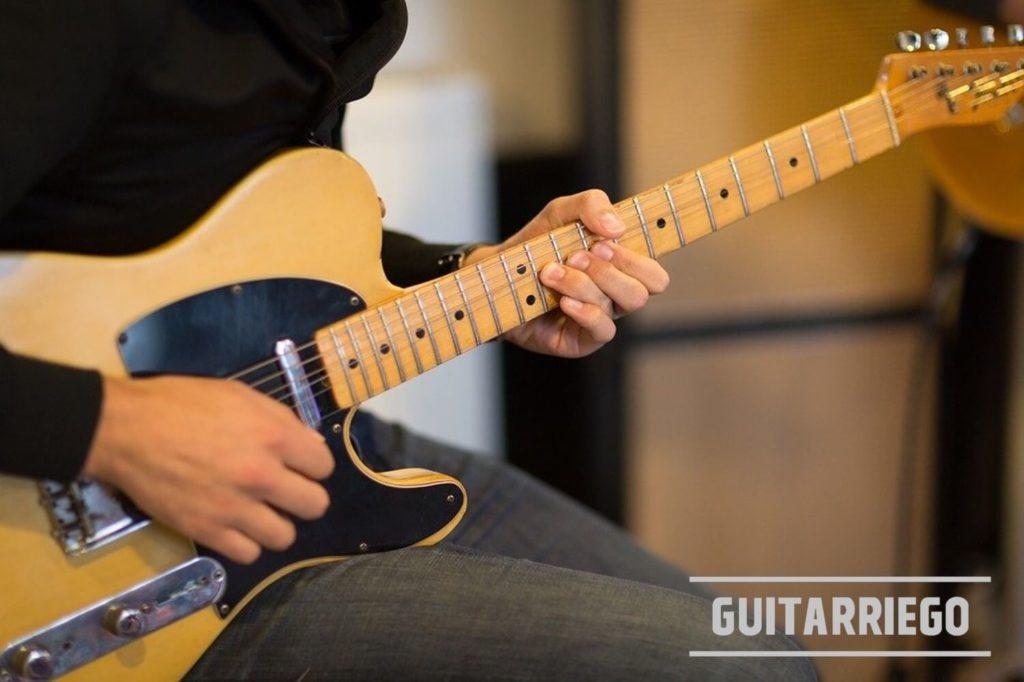 Escalas Pentatónica Menor de La de guitarra: Soleando con una telecaster.