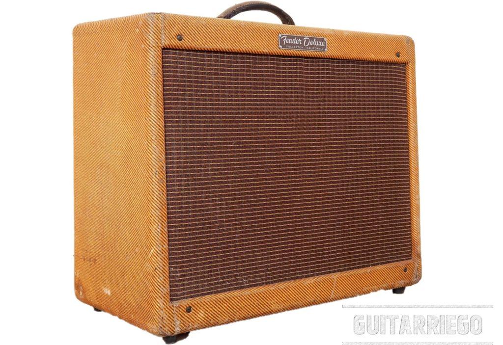 """가장 클래식한 기타 앰프 중 하나인 Fender 5E3 Deluxe """"Tweed""""."""