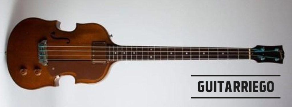 Gibson EB-2, el primer bajo eléctrico. de la marca, lanzado en 1953, bajo la presidencia de Ted McCarty.