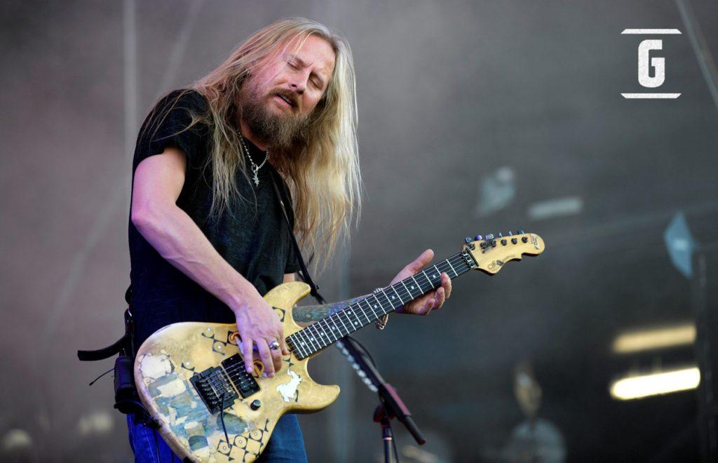 Jerry Cantrell, der Gitarrist von Alice in Chains, spielt seinen G & L Rampage.