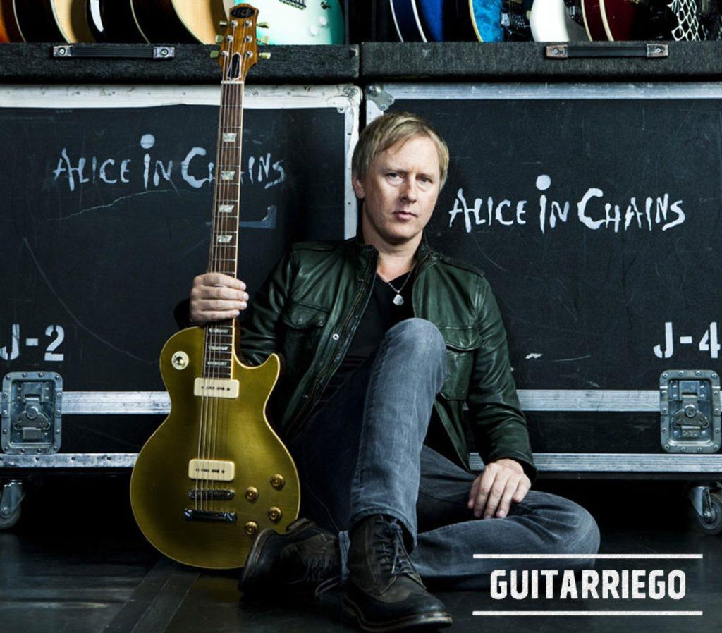 Jerry Cantrell, der Gitarrist von Alice in Chains, mit seiner langformatigen Les Paul-Gitarre.