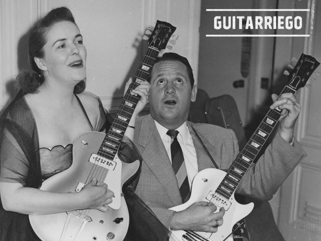 Mary Ford y Les Paul con dos guitarras Gibson.