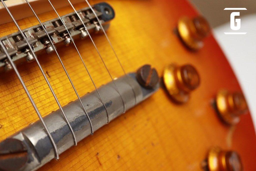 """Tricks, um den Klang Ihrer Gitarre zu verbessern: Tune-o-Matic-Bridge-Typ """"Wrap-up"""""""