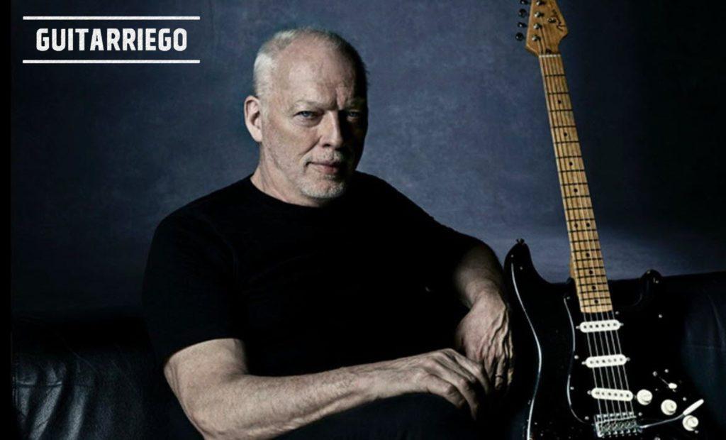 David Gilmour und seine berühmteste E-Gitarre, die Black Strat.