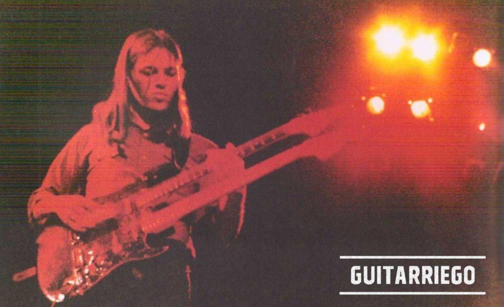 Stratocaster a doppio manico armato con manico Black Strat.