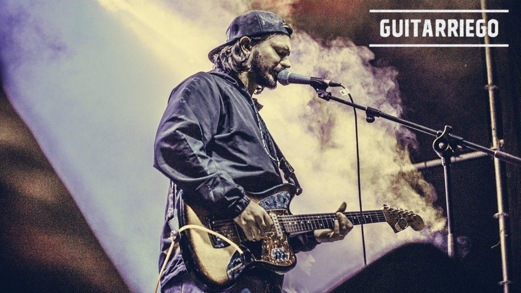 Cantar y tocar la guitarra o el bajo al mismo tiempo