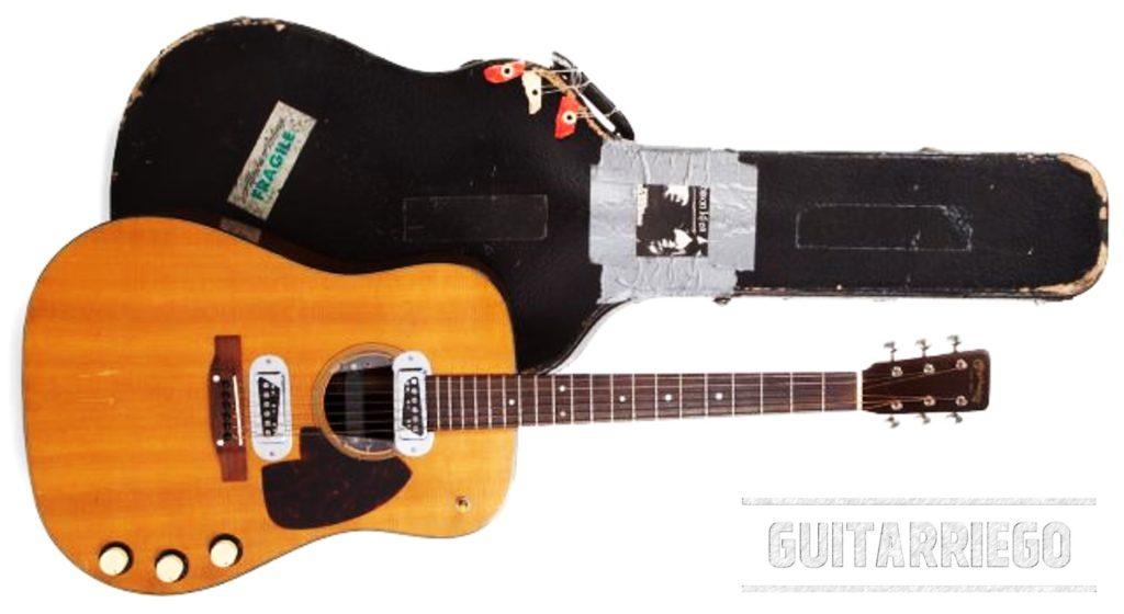 Martin D-18E con su estuche del líder de Nirvana Kurt Cobain, guitarra acústica vendida en USD 6 millones.