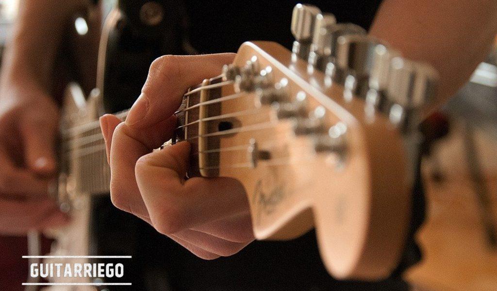 Aprende a tocar la guitarra con cursos y tutoriales totalmente gratuitos.