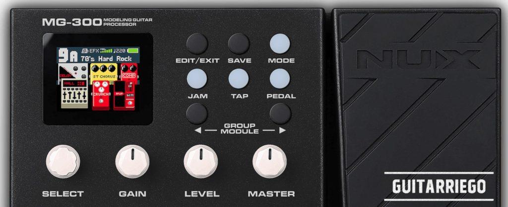 Nux MG-300: perillas de controles de parámetros, una pantalla a color y un pedal de expresión