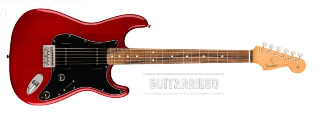 Fender Stratocaster Noventa Serie in Purpurrot Transparent.
